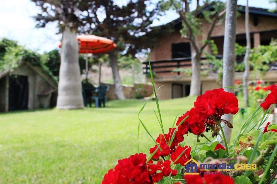 Villa in vendita a Portopalo di Capo Passero, 8 locali, prezzo € 230.000   CambioCasa.it