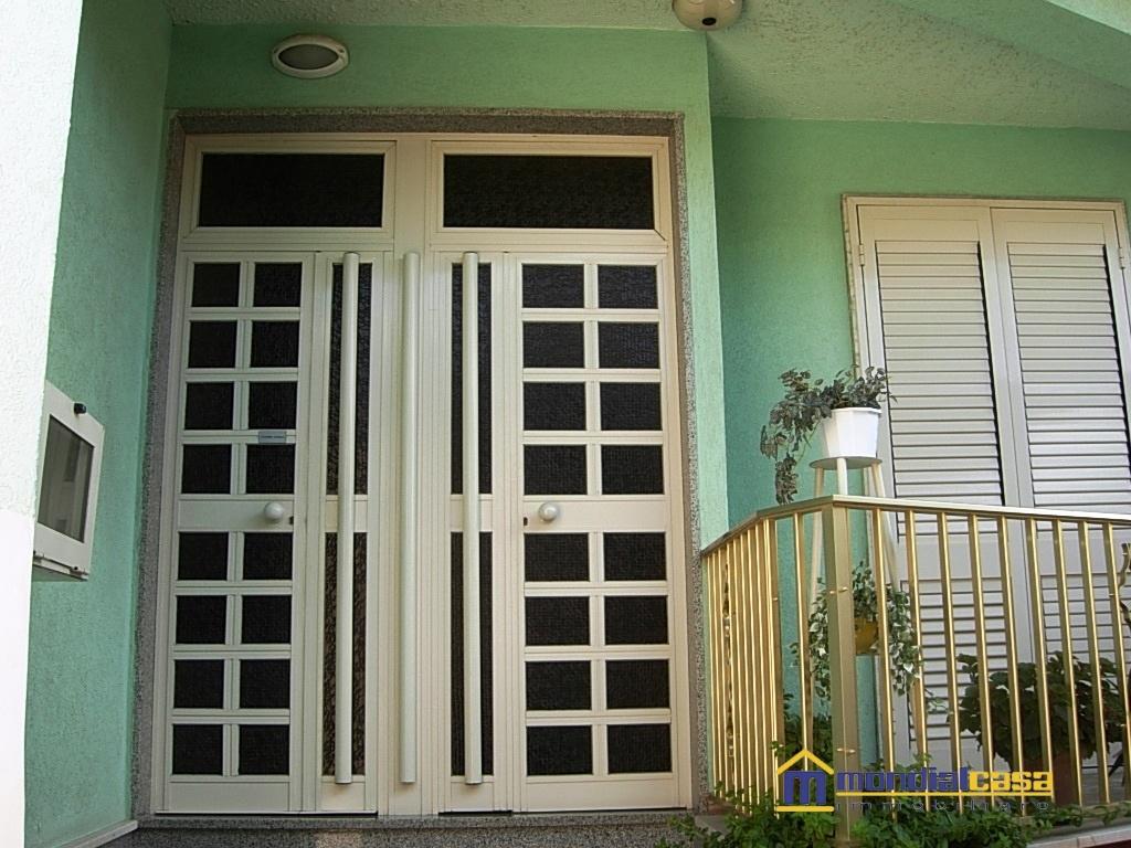 Palazzo / Stabile in vendita a Pachino, 13 locali, prezzo € 91.000 | CambioCasa.it