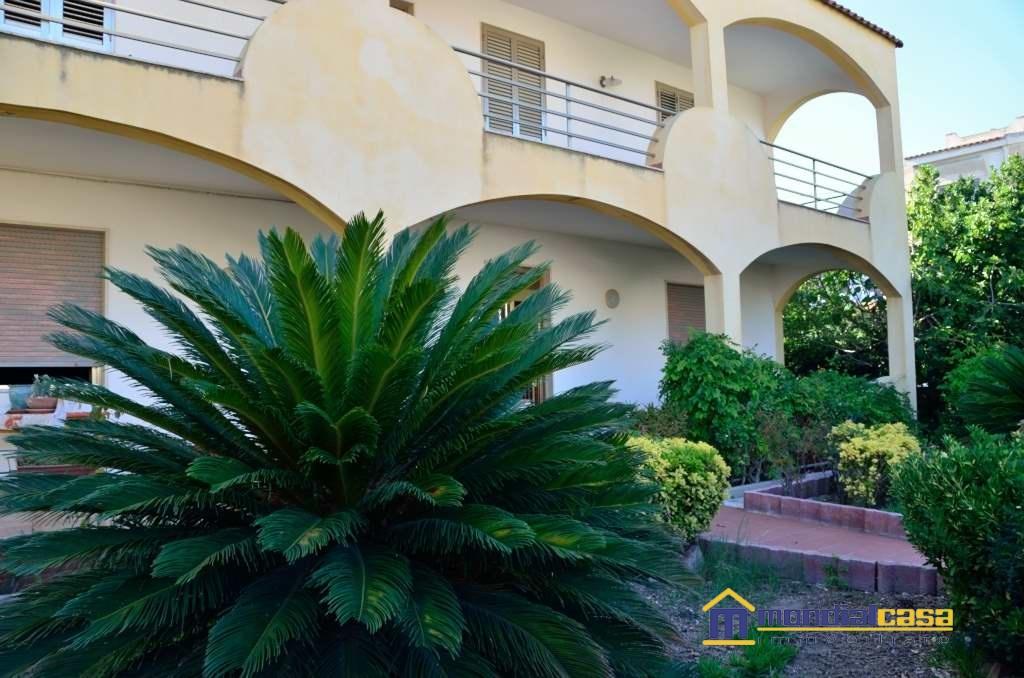 Villa in vendita a Pachino, 8 locali, prezzo € 241.800 | Cambio Casa.it
