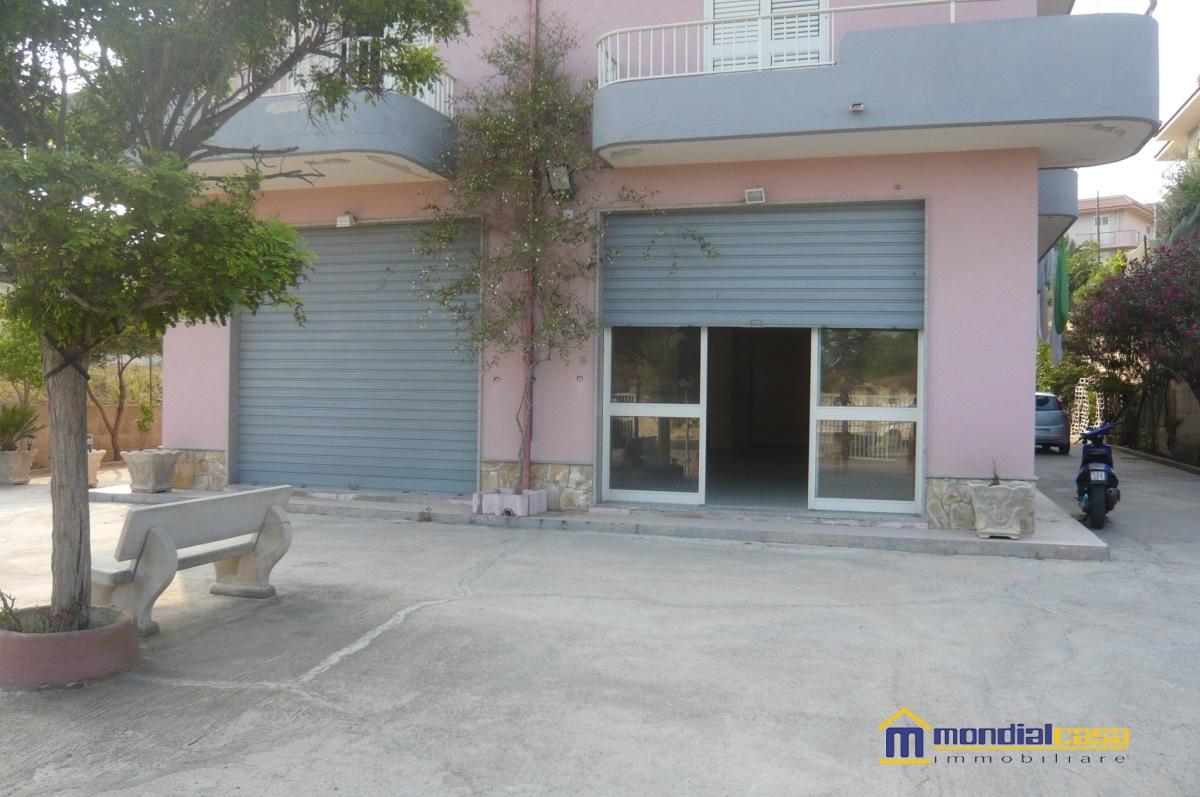 Attività / Licenza in vendita a Pachino, 1 locali, prezzo € 290.000 | Cambio Casa.it