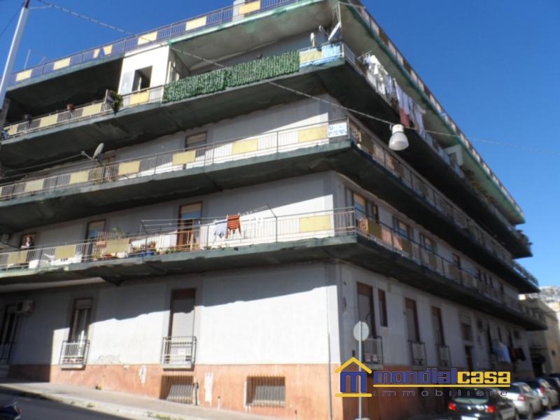 Appartamento in vendita a Pachino, 6 locali, prezzo € 70.000 | Cambio Casa.it