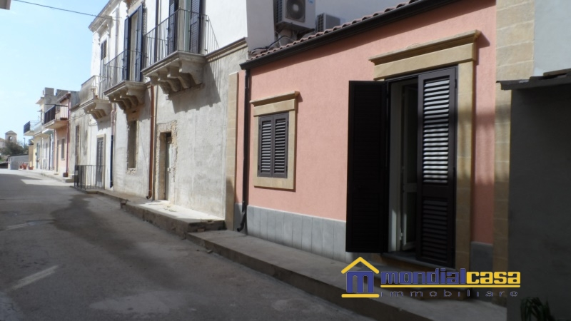 Palazzo / Stabile in affitto a Pachino, 4 locali, Trattative riservate | PortaleAgenzieImmobiliari.it