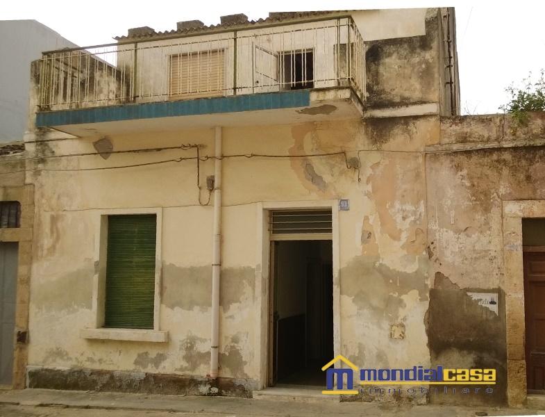 Palazzo / Stabile in vendita a Pachino, 9 locali, prezzo € 68.000   Cambio Casa.it