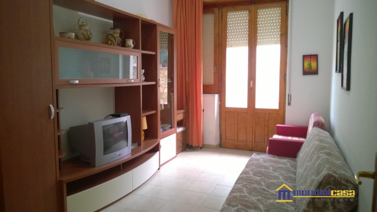 Palazzo / Stabile in vendita a Pachino, 4 locali, prezzo € 200.000 | Cambio Casa.it