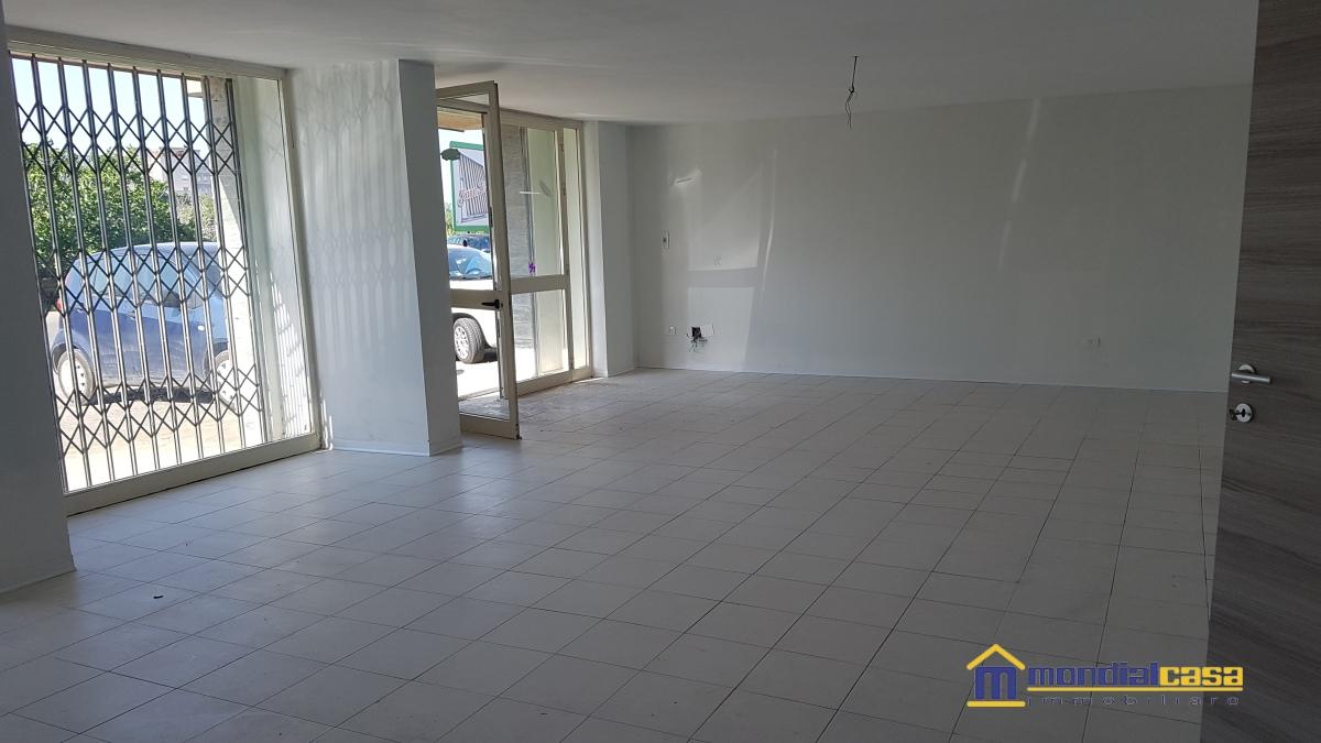 Attività / Licenza in affitto a Pachino, 1 locali, prezzo € 400 | CambioCasa.it