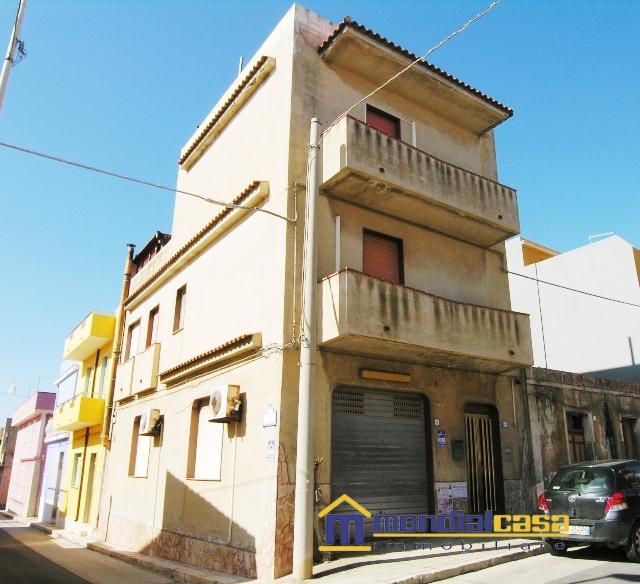 Soluzione Indipendente in vendita a Portopalo di Capo Passero, 8 locali, prezzo € 165.000   CambioCasa.it