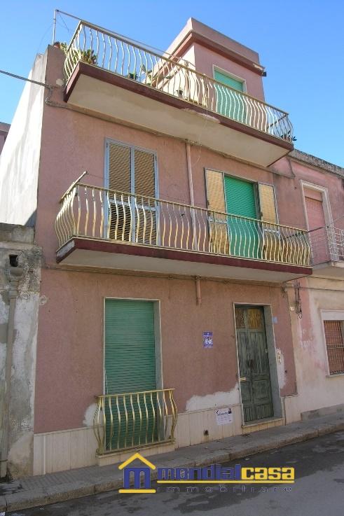 Palazzo / Stabile in vendita a Pachino, 8 locali, prezzo € 120.000 | Cambio Casa.it