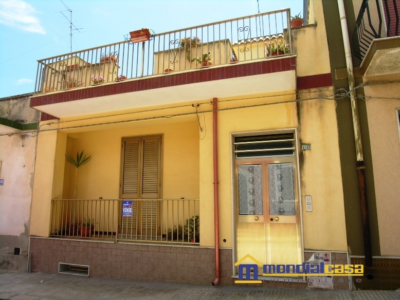 Palazzo / Stabile in vendita a Pachino, 6 locali, prezzo € 120.000 | Cambio Casa.it