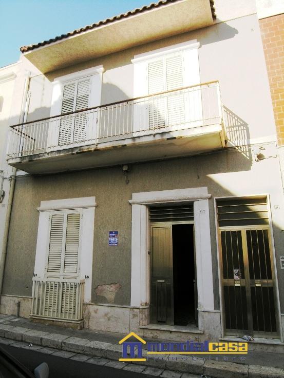 Palazzo / Stabile in vendita a Pachino, 10 locali, prezzo € 126.000   Cambio Casa.it