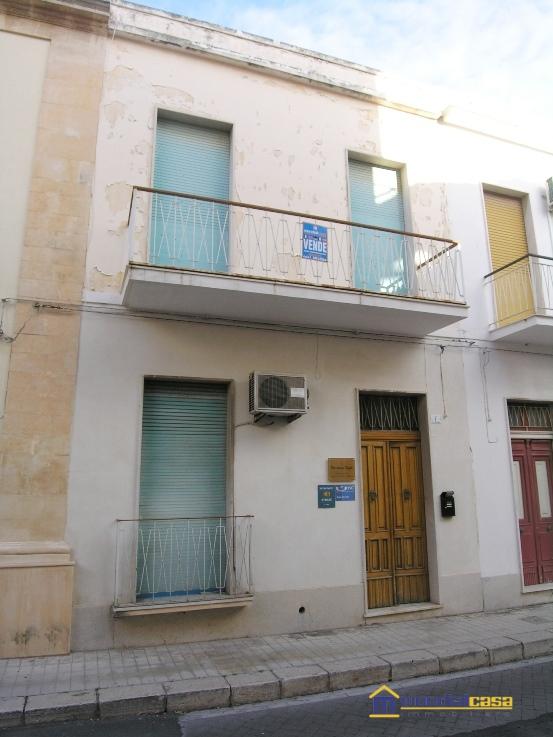 Palazzo / Stabile in Vendita a Avola